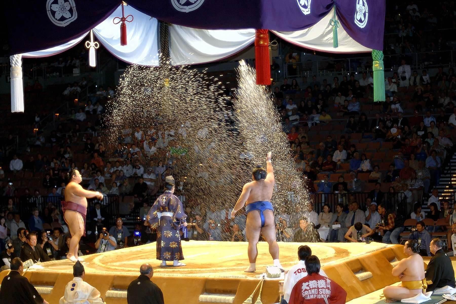 Truyền thống Nhật Bản - Ném muối Sumo
